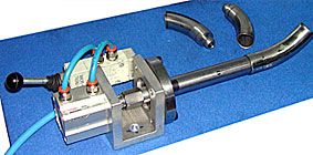 Special clamping device to work extremely short pieces